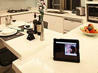 現代白領公寓餐廳廚房裝修效果圖