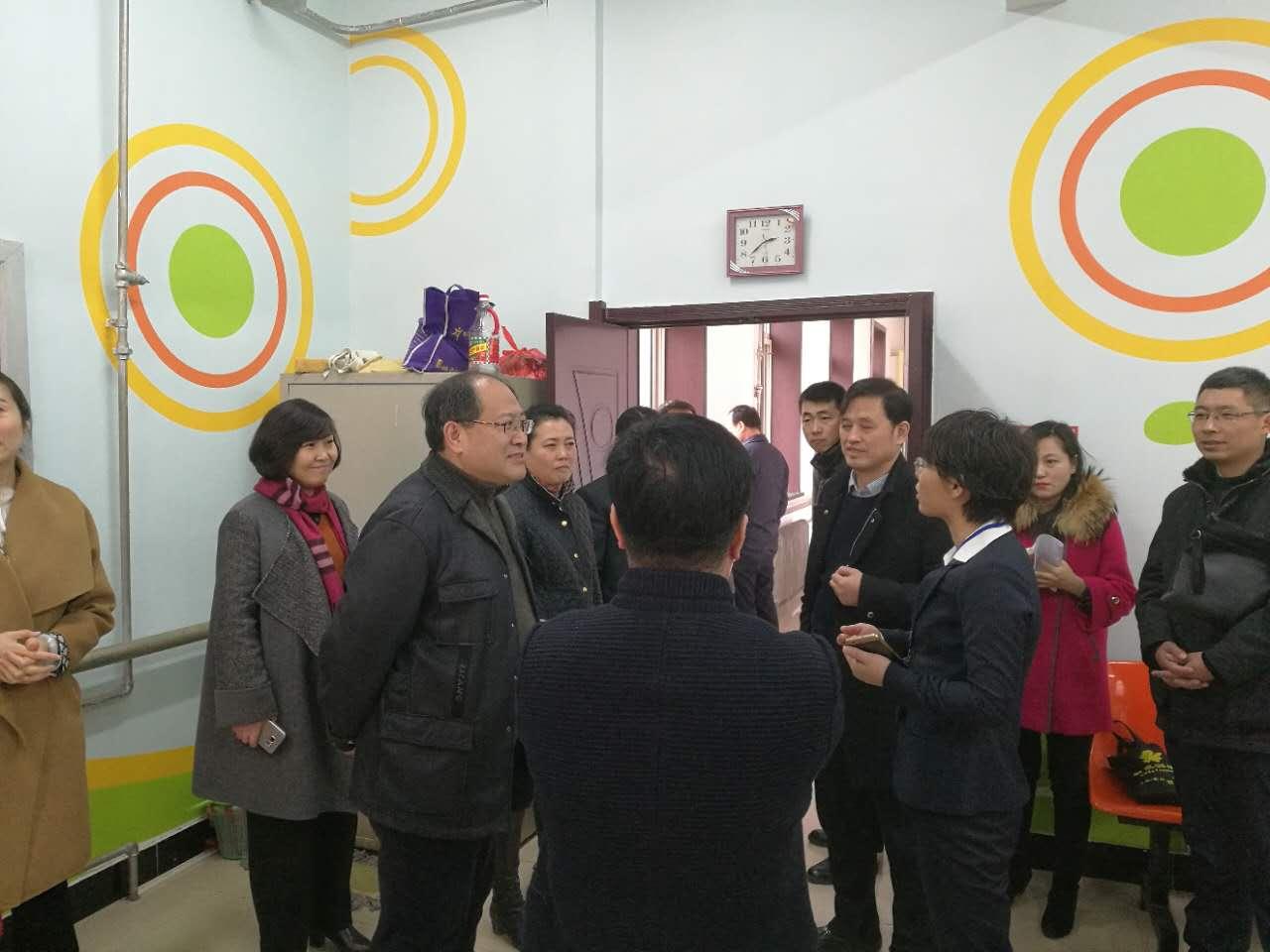 市委组织部、市民政局、市财政局等组成联合工作组到辽阳市参观学习城市社区建设工作