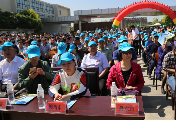 军休三中心工休人员赴辽宁省光明学校慰问孤儿